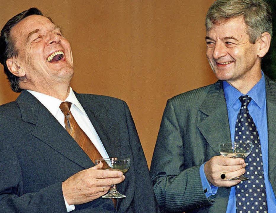 Der Durchmarsch aus dem Adenauer-Staat...maligen Außenminister Joschka Fischer   | Foto:  DPA