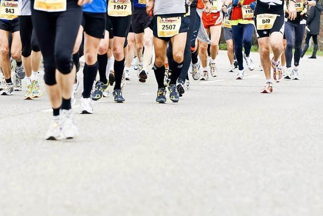 Tausende Teilnehmer laufen beim 15. Freiburg Marathon mit