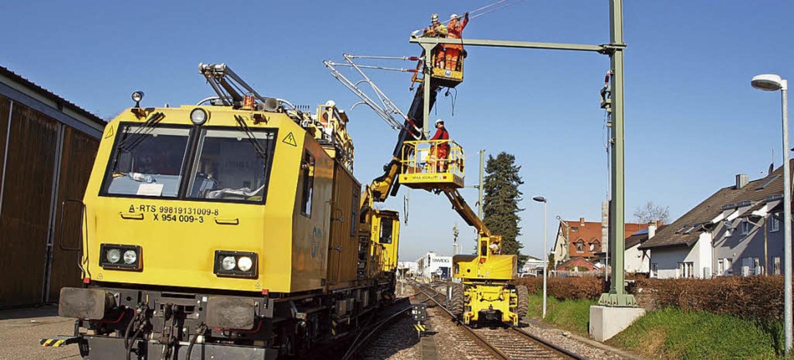 Oberleitungsmontage in Endingen  | Foto: Haberer