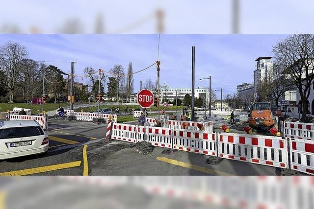 Am Ostersamstag wäre es ein Muss gewesen, den Verkehr am Anfang und Ende der Rosastraße zu regeln