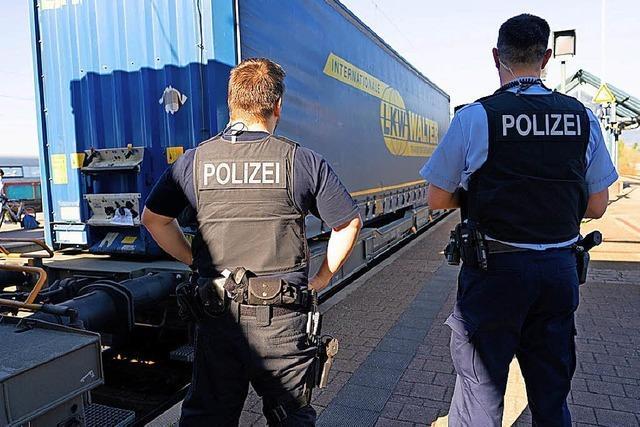 Immer wieder Migranten in Güterzügen