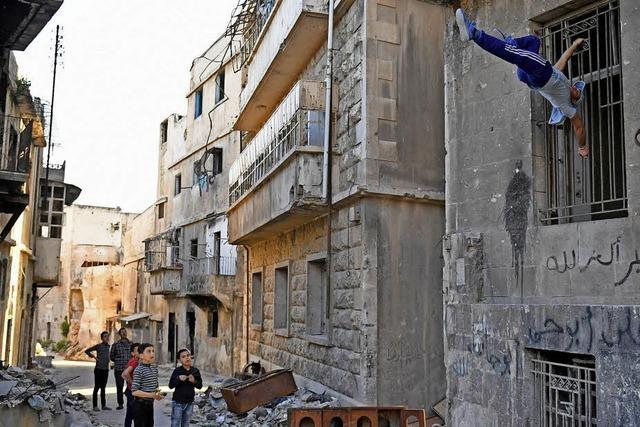 Artistik in den Ruinen von Aleppo