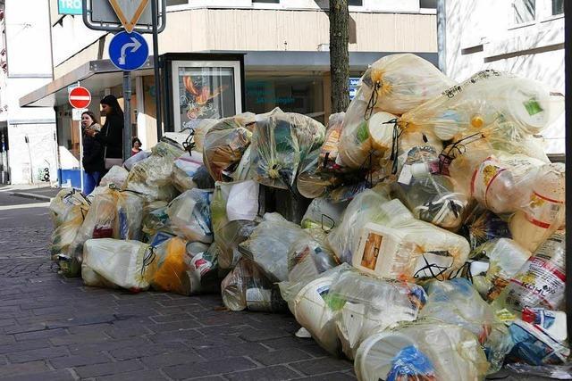 Landratsamt lässt Gelbe Säcke in Lörrach und Todtnau wegräumen