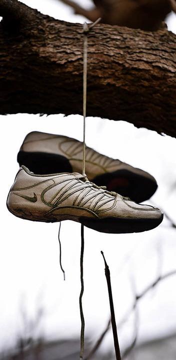 Wer aus der Emma-WG auszieht, kann Schuhe in den Baum des Hinterhofes hängen.     Foto: Jonas Hirt
