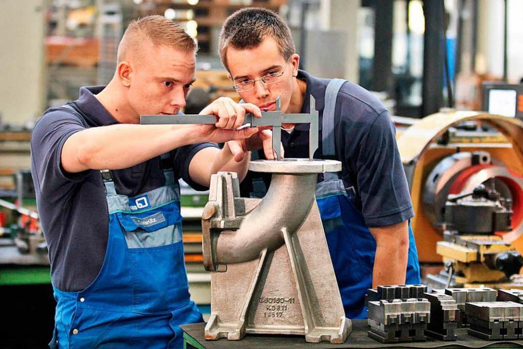 Mit kreativen Stellenanzeigen wollen Arbeitgeber junge Menschen ansprechen.  | Foto: dpa
