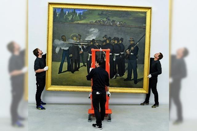 Männer hängen Manet in Mannheim auf