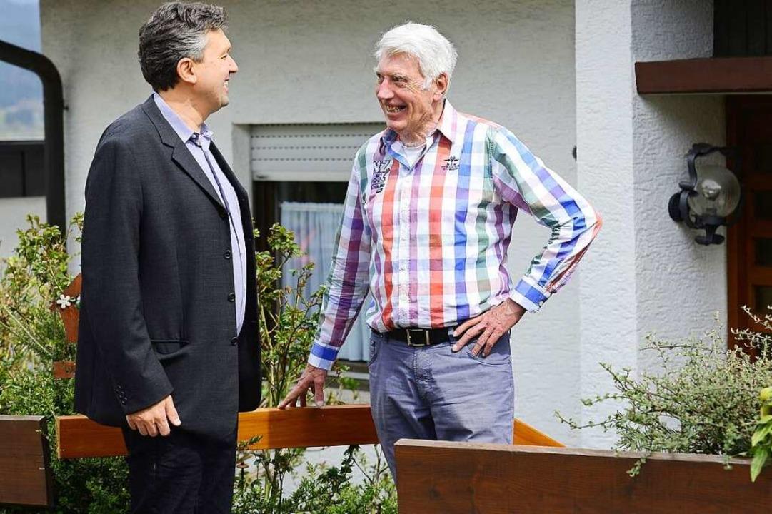 Ein Plausch mit Nachbar Arnold  Albers  | Foto: Ingo Schneider