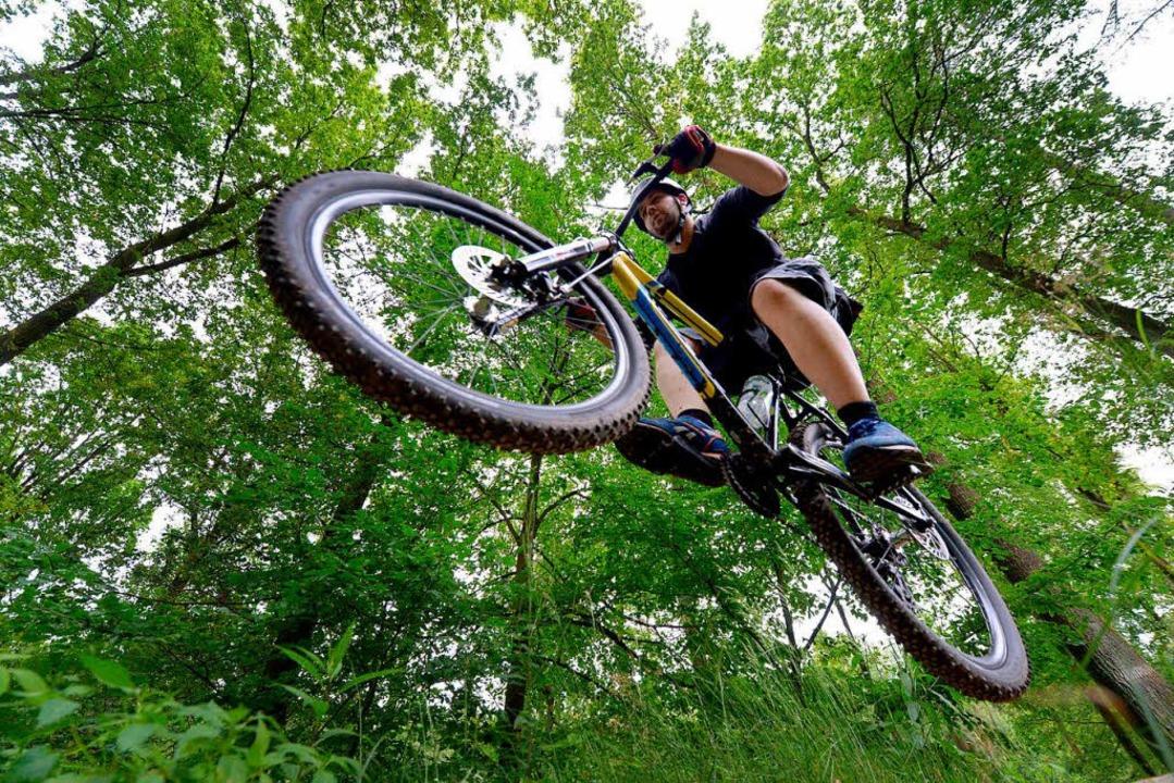 Ein Mountainbikefahrer beobachtete die...me auf die Strecke legte (Symbolbild).  | Foto: dpa