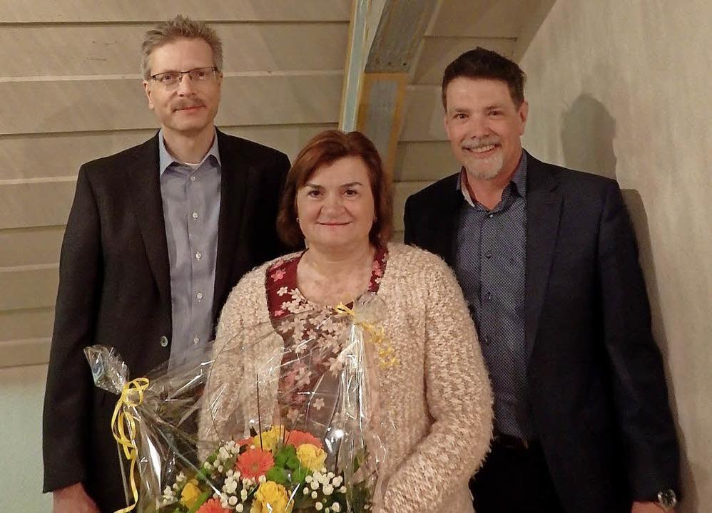 Für 25 Blutspenden mit Gold geehrt: Ma... von Bürgermeister Marco Muchenberger.  | Foto: Johanna Högg