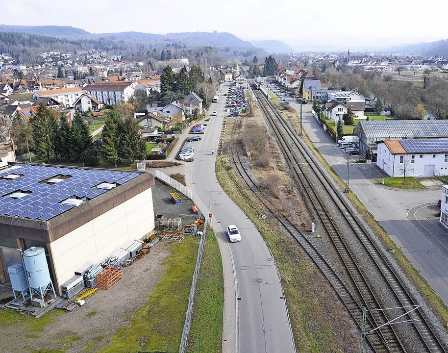 Zur Landesstraße wird die Steinener  B...e L138 an die Bahnlinie verlegt wird.   | Foto: Robert Bergmann