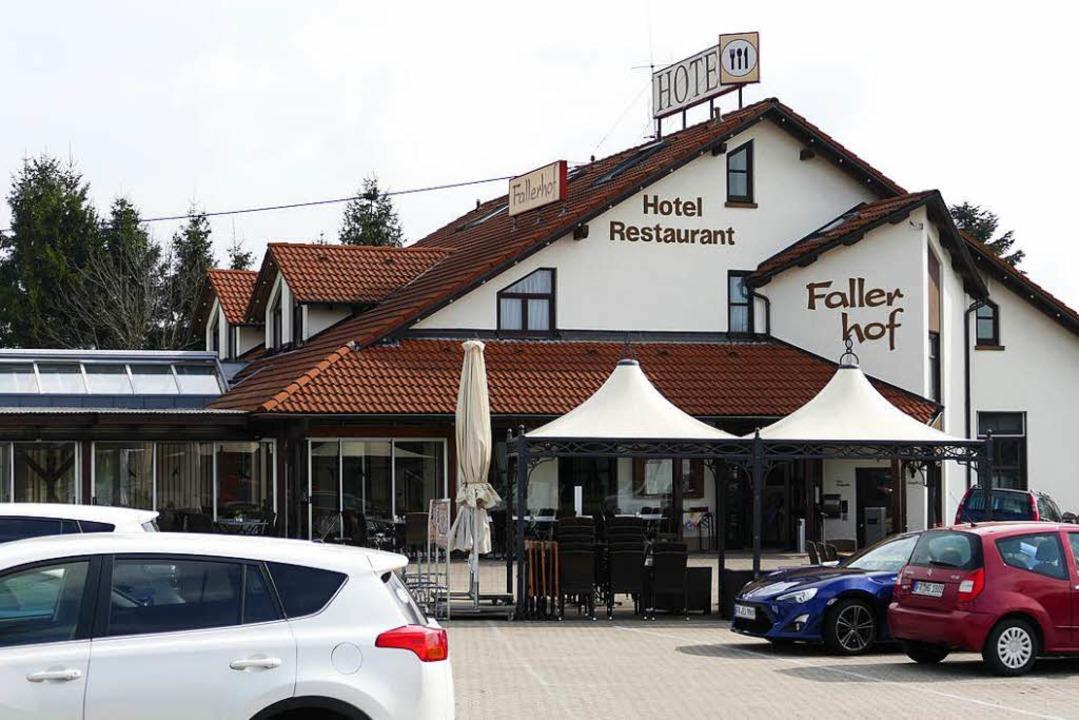 Das Hotel soll  mit einem Flachdachanb...von 12 auf 30 Zimmer erweitert werden.  | Foto: Hans-Peter Müller