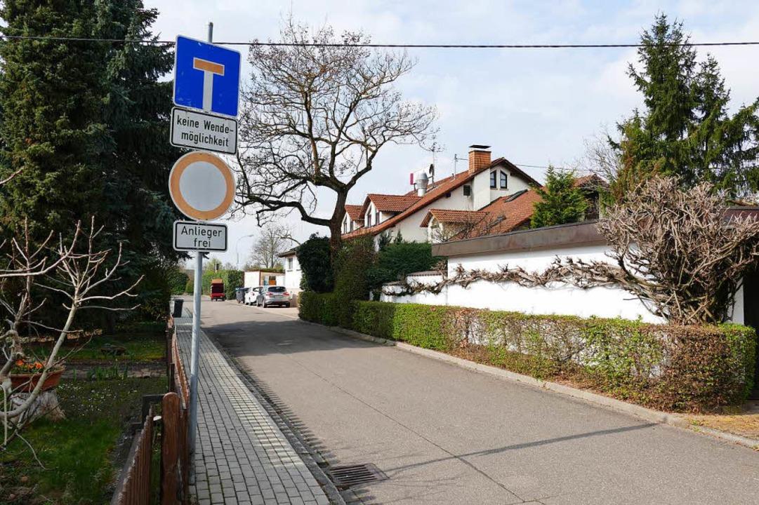 Die enge Möhlinstraße soll nur noch Fe...über den Parkplatz von vorne erfolgen.  | Foto: Hans-Peter Müller