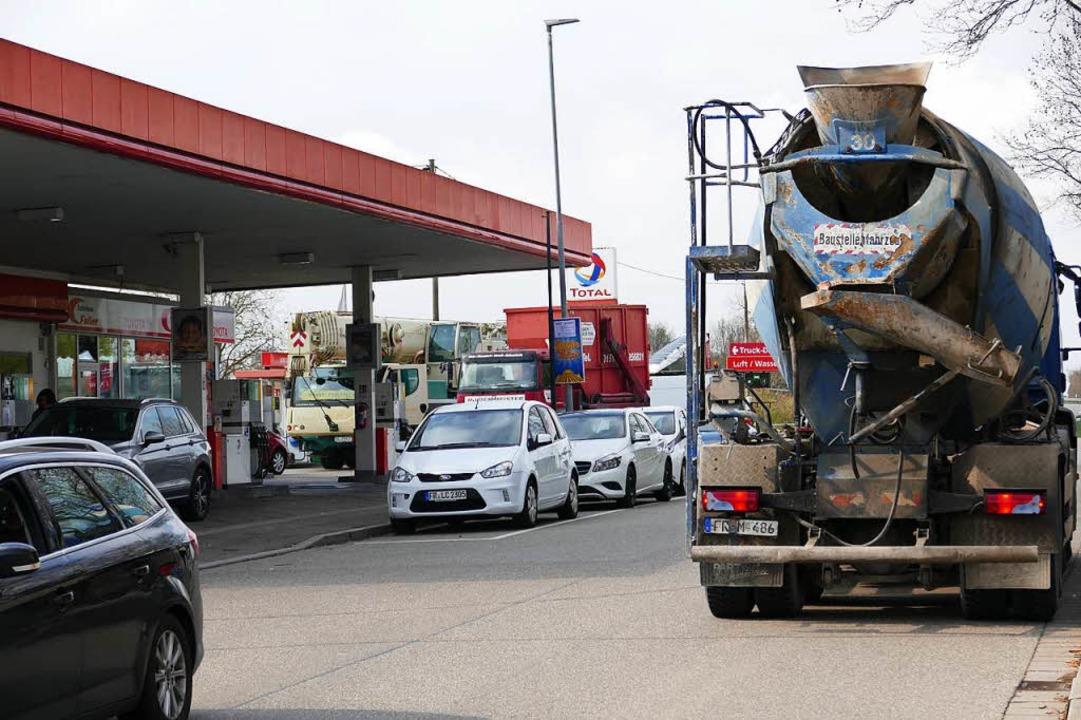 Anwohner sind über den Lkw-Verkehr nic...m reibungsloseren Verkehr dienen soll.  | Foto: Hans-Peter Müller