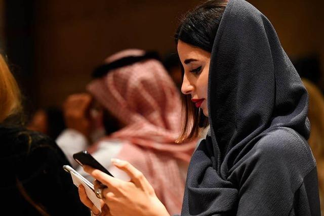 Kleider hinter dem Schleier: Erste Damenmodewoche in Saudi-Arabien