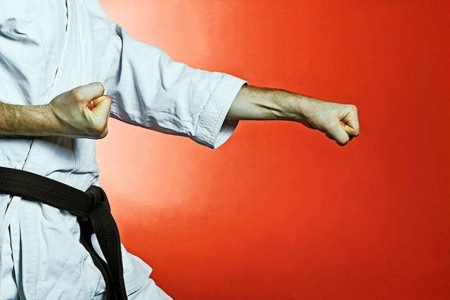 65-jähriger Schwarzgurt-Träger: Mister Karate schlägt noch immer zu