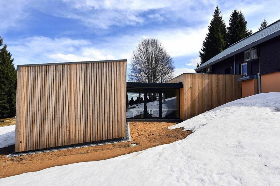 Der  neue Holzbau beherbergt künftig die Messstation auf dem Schauinsland.   | Foto: Thomas Kunz