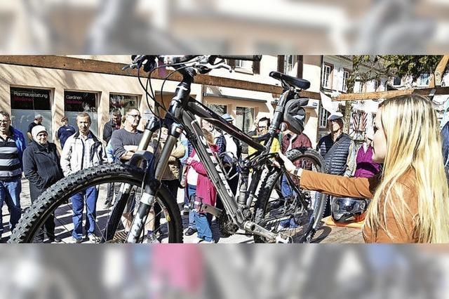 Bieter fahren auf Räder ab