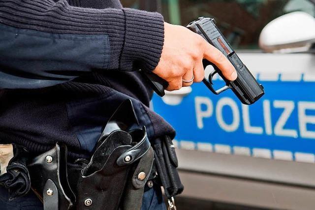 Polizei erschießt Mann nach Angriffen vor Bäckerei