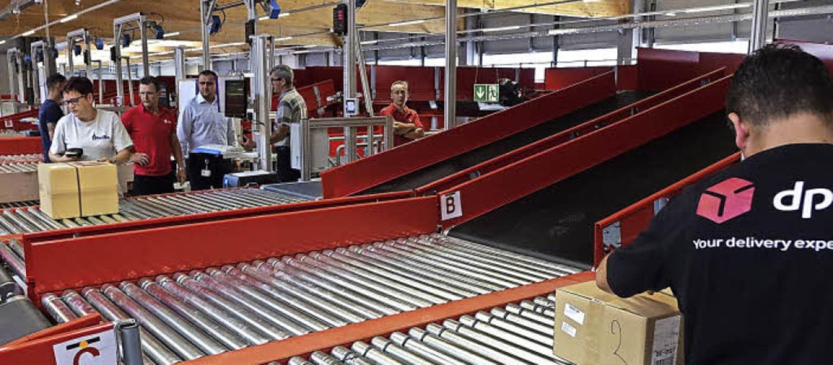 Mit dem Onlinehandel wächst die Zahl d...s Paketzentrum in Steinen in Betrieb.   | Foto: Hans-Jürgen Hege