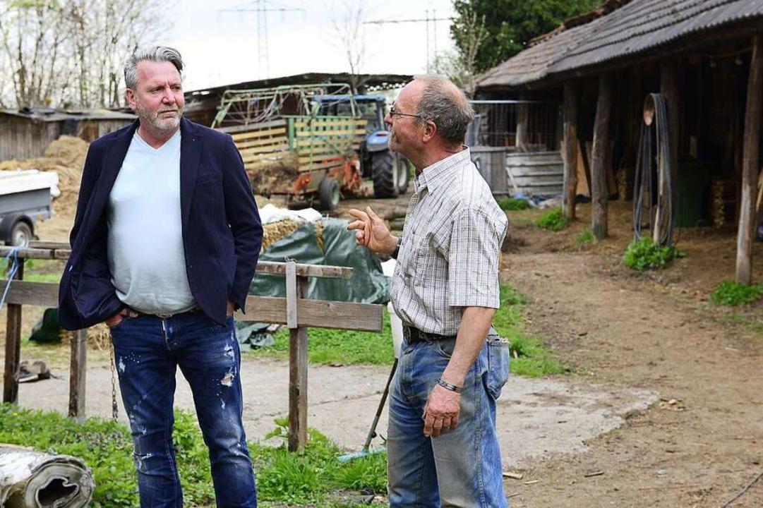 Rancher Tom Müller erklärt Stephan Wermter sein Problem.  | Foto: Ingo Schneider