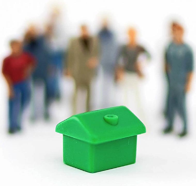 In Beiräten behalten Wohnungseigentüme...er Arbeit haften sie auch für Fehler.   | Foto: Alexander Heinl (dpa)