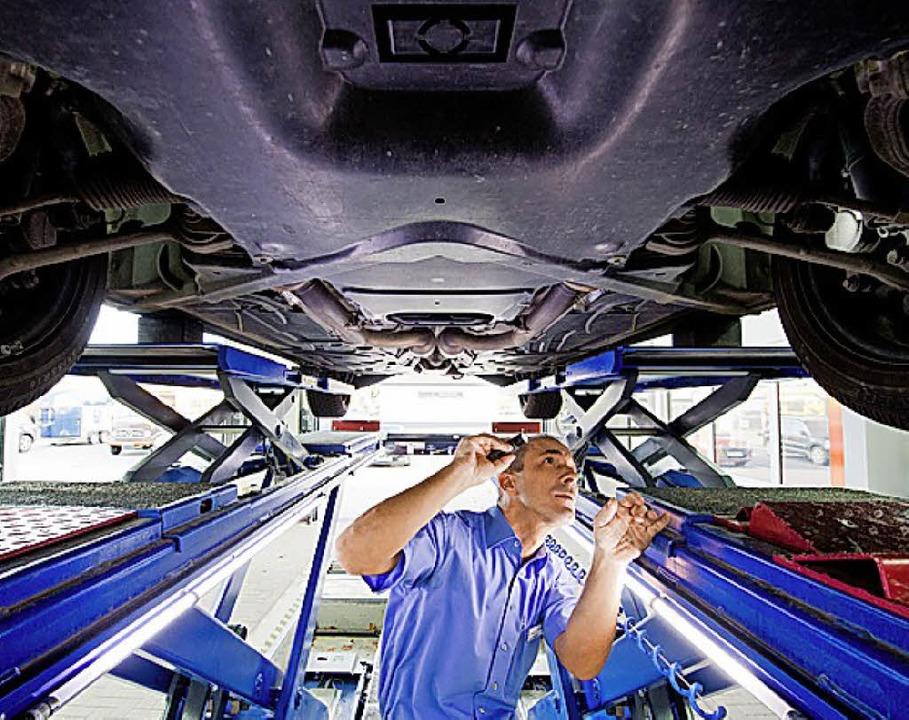 Geheimnisse verstecken sich oft unter dem Auto.   | Foto: dpa