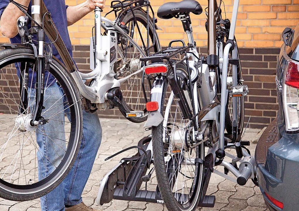 Praktisch: Gerade für schwerere Räder ...hrradträger für die Anhängerkupplung.   | Foto: Kai Remmers/dpa