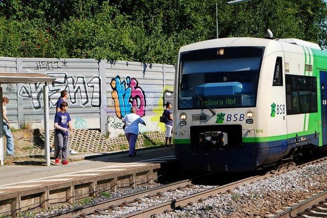Mann überfällt junge Frau am Gundelfinger Bahnhof