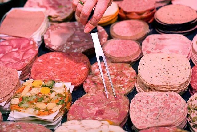 Einbrecher stehlen acht Stangen Presswurst aus Metzgerei