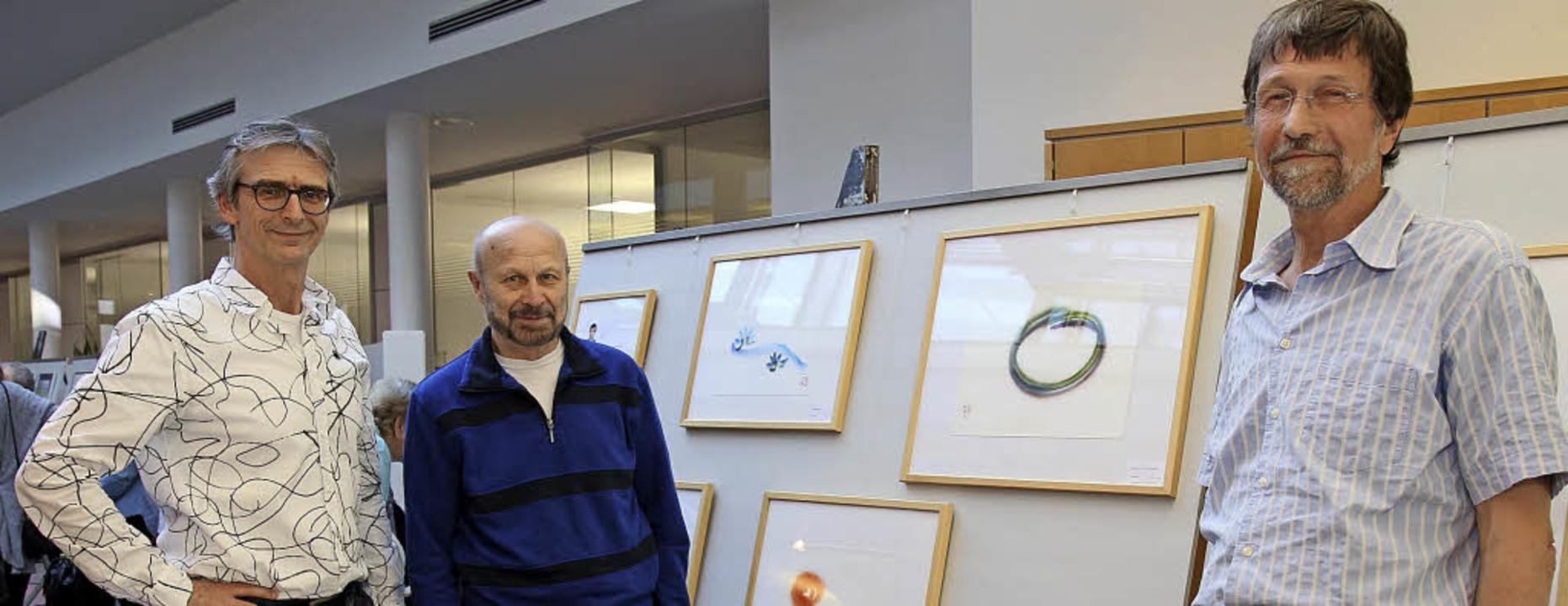 Bei der Eröffnung: Andreas Fervers, Ab...en symbolischen und abstrakten Werken.    Foto: Dagmar Barber