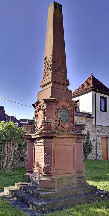 In Endingen (linkes Bild) wurde das De... es allmählich auf dem Alten Friedhof.  | Foto: Martin Wendel