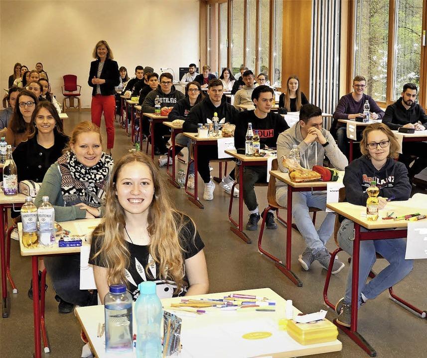 Noch entspannte Gesichter kurz vor Beg...em Beruflichen Gymnasium viel Erfolg.   | Foto:   BSZ Waldkirch