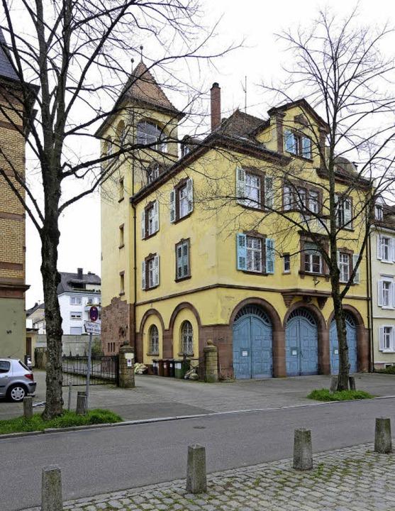 Das ehemalige Feuerwehrgerätehaus an d...s eine Hinterhofbebauung geplant ist.   | Foto: Ingo Schneider