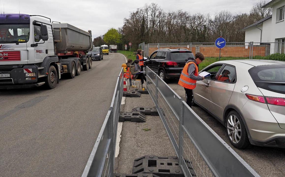 Zügig abgearbeitet wurde die Verkehrsz... manche Autofahrer äußerst ungehalten.    Foto: Jutta Geiger