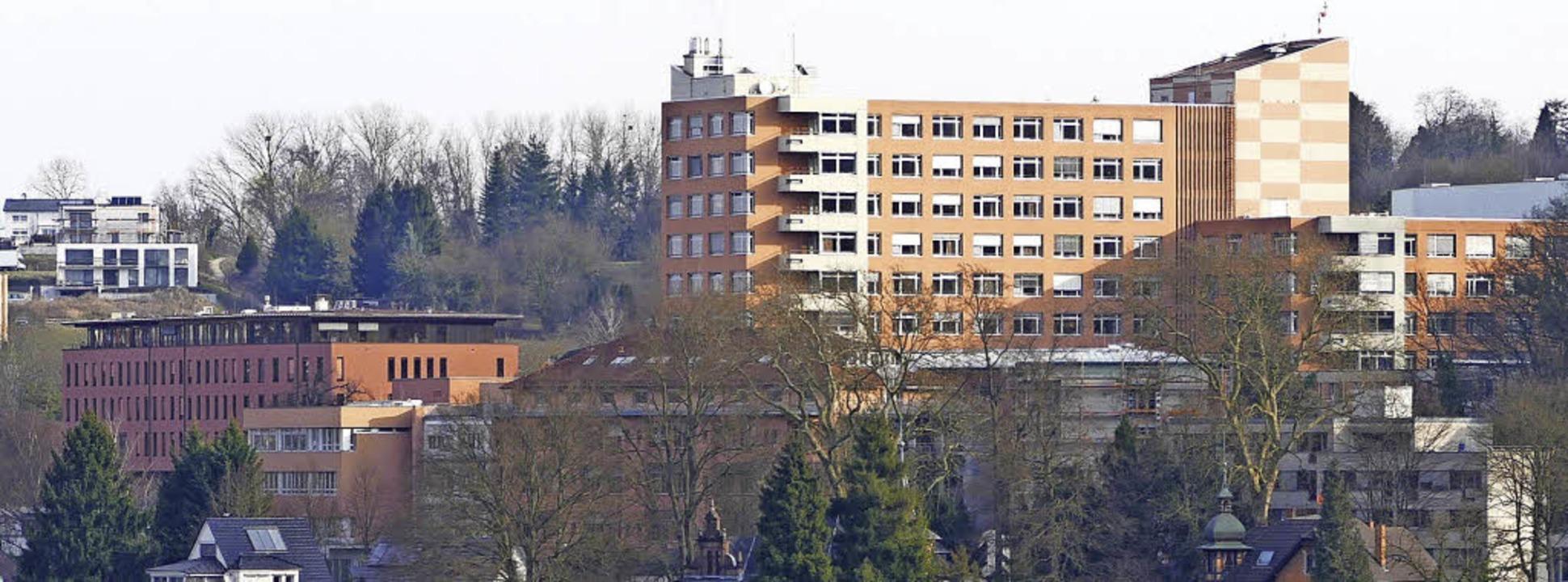 Das Lahrer Klinikum über der Stadt   | Foto: Christian Kramberg/Heidi Fössel
