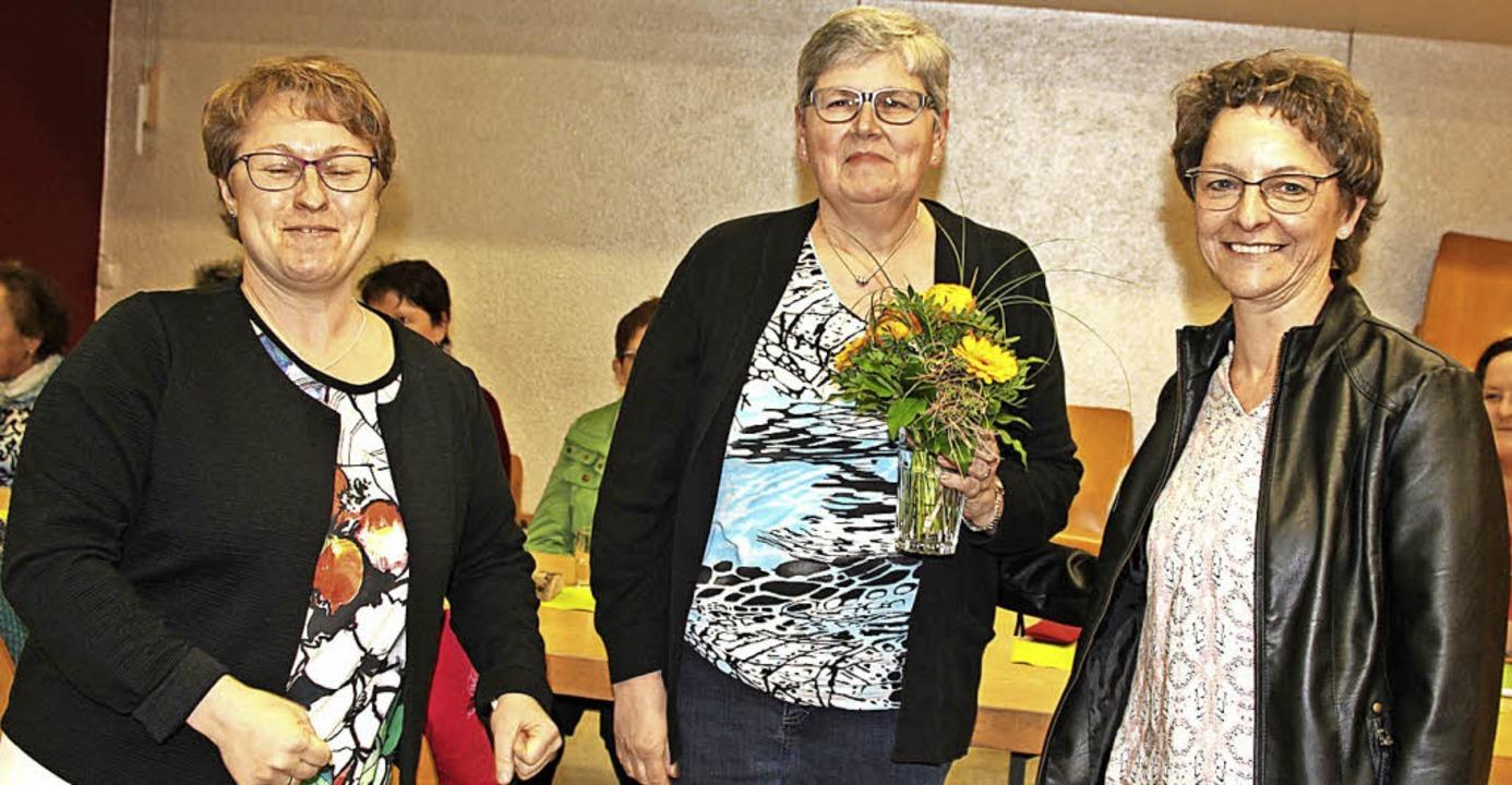 Nach 25 Jahren als Kassenprüferin wurd...tter überreichten einen Blumenstrauß.     Foto: Lucia van Kreuningen