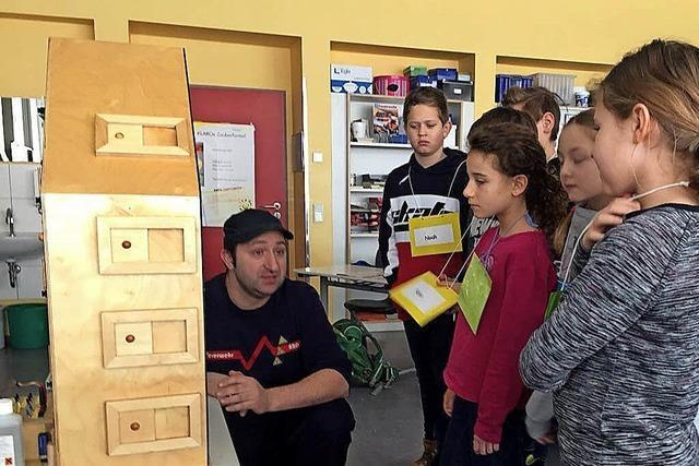Viertklässler werden im Brandschutz unterrichtet