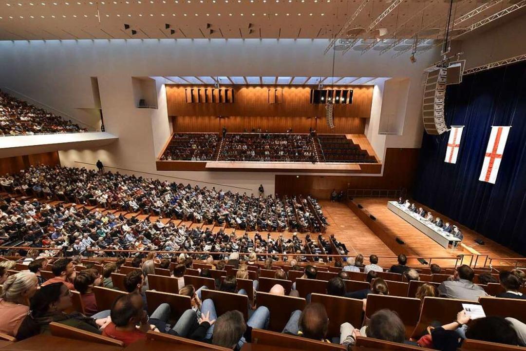 Fast voll war das Konzerthaus am Donne...er Oberbürgermeisterwahl am 22. April.  | Foto: Thomas Kunz