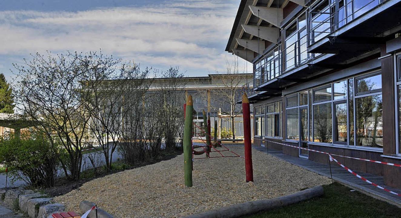 Blick in den neu gestalteten Grundschulhof     Foto: Barbara Ruda