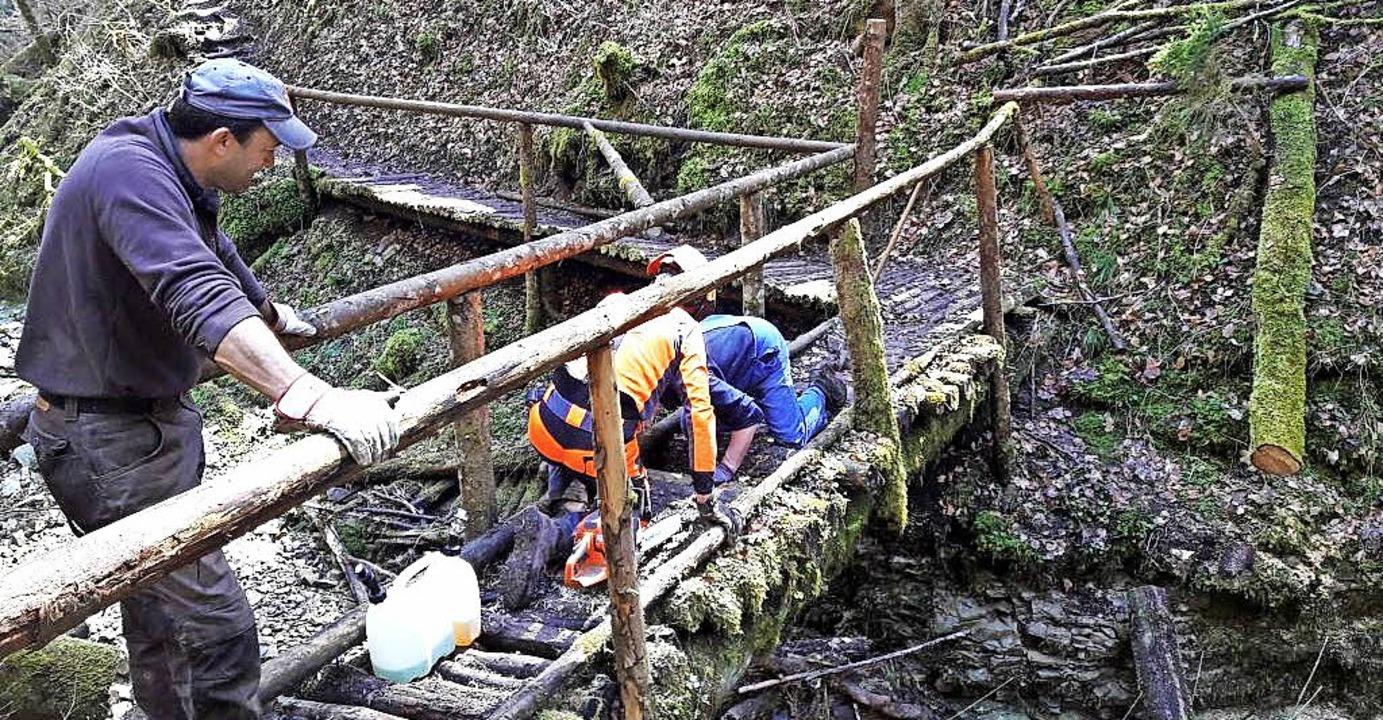 Nun kann wieder durch die Engeschlucht... die Schäden des vergangenen Winters.   | Foto: Narrenverein
