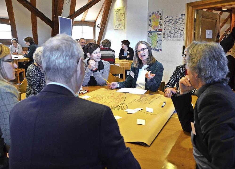 Angeregter Ideenaustausch beim Demografieforum  | Foto: Sarah Beha