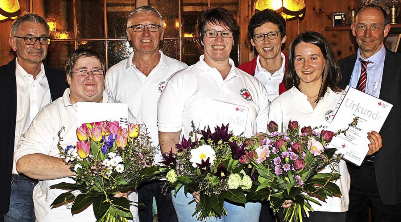 Peter Graf vom Kreisverband, Raphaela ...tsleiter Markus Schächtele (von links)  | Foto: Schöneberg
