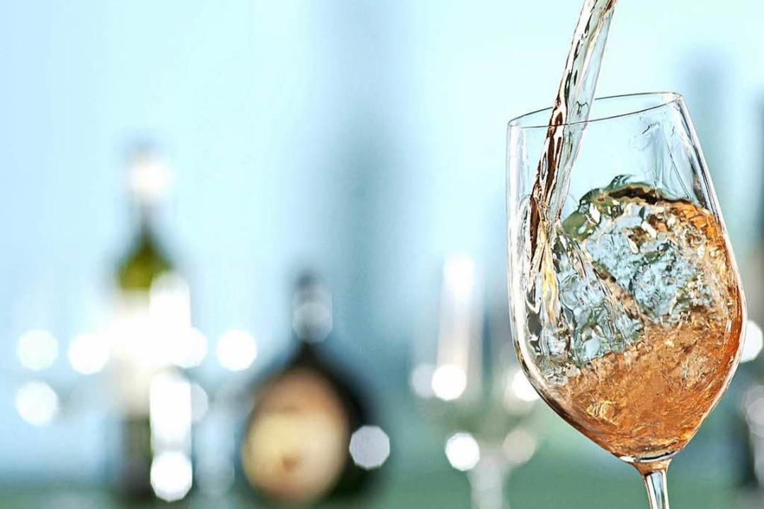 Edle Tropfen von Kaiserstühler Jungwin...-Fass-Bar in Eichstetten zu verkosten.    Foto: DWI - Deutsches Weininstitut (DWI)