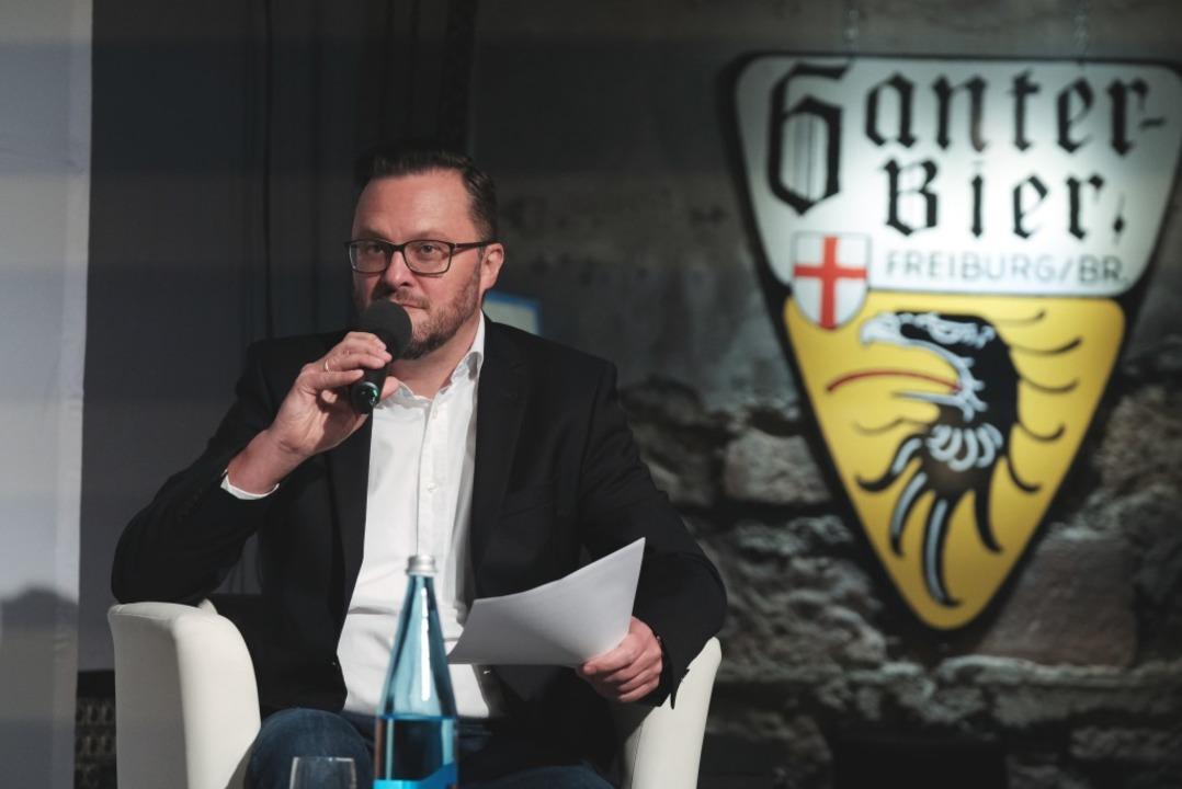 Holger Knöferl stellte harte Fragen zu Steins Haltung gegenüber Autofahrern.  | Foto: Miroslav Dakov