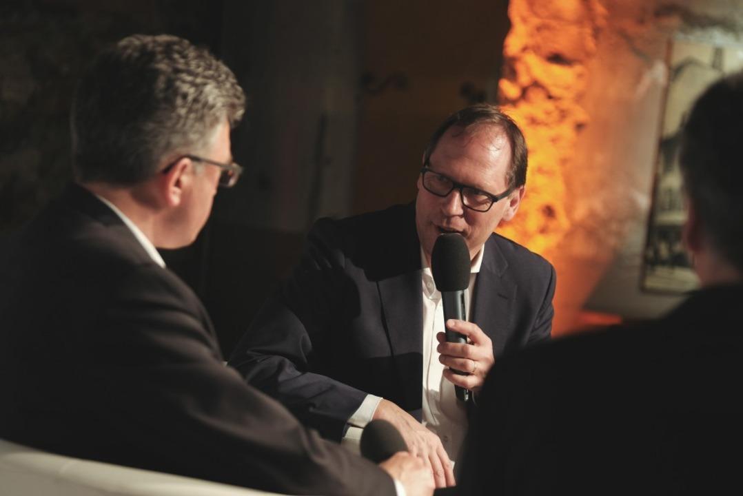Kritische Nachfragen von BZ-Chefredakteur Thomas Fricker.  | Foto: Miroslav Dakov