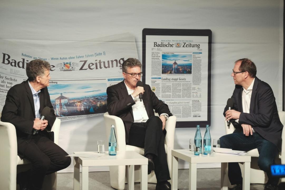 DieterSalomon beantwortet die Fragen v..., und BZ-Chefredakteur Thomas Fricker.  | Foto: Miroslav Dakov