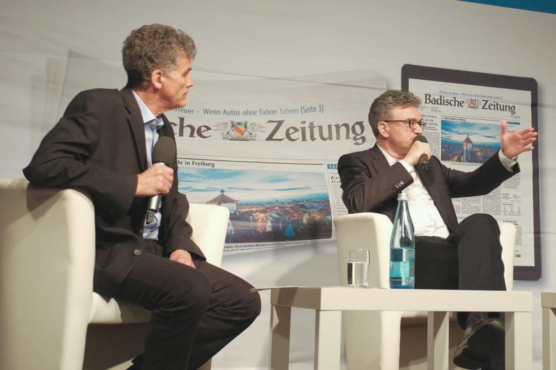 Uwe Mauch, Leiter der Stadtredaktion Freiburg und OB Dieter Salomon.  | Foto: Miroslav Dakov