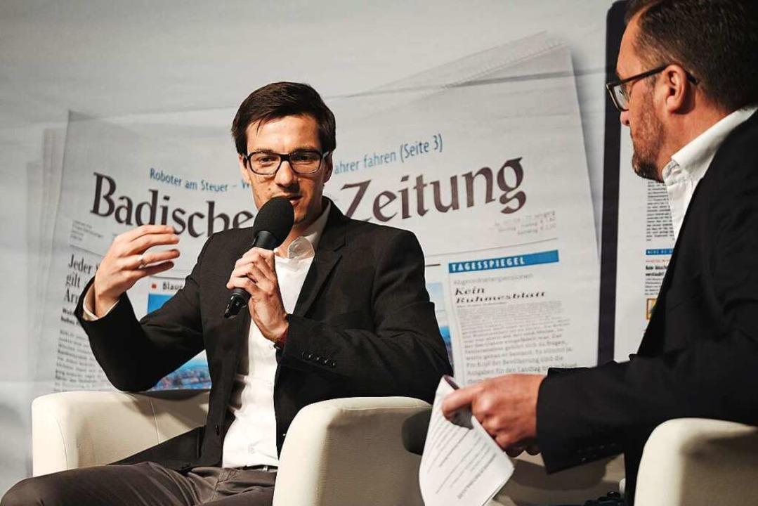 Martin Horn im Gespräch mit Holger Knöferl.  | Foto: Miroslav Dakov