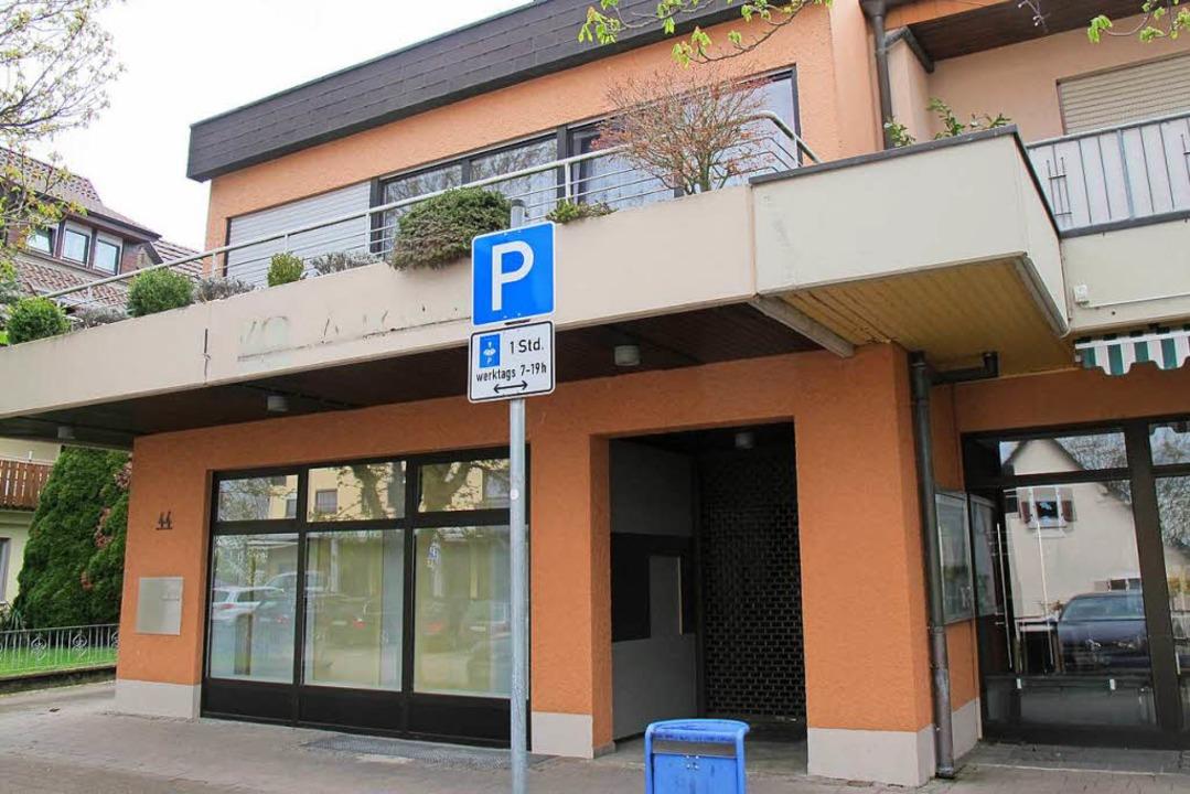 In der ehemaligen Volksbank-Filiale so...Gebäudes und  Anwohner aber nicht gut.    Foto: Jutta Schütz