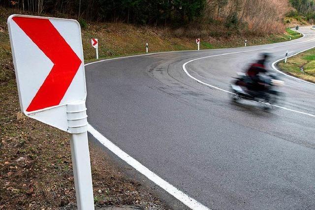 Biker bei Unfall schwer verletzt